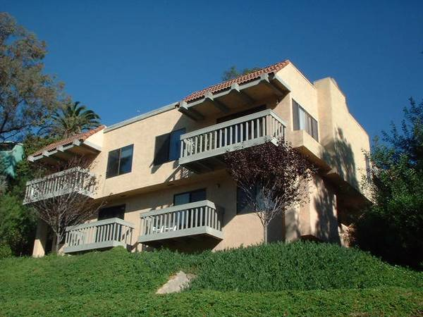 2300ftsup2 - MASTER BEDROOM in MODERN TOWNHOUSE Pool-Tennis-Jacuzzi-Garage-Views (SAFE AREA WALK TO SDSU, TROLLEY, SHOPS)