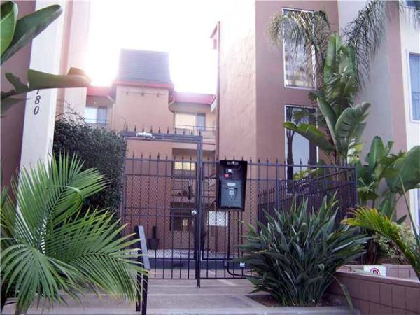 $995 1br - Furnished Private Bedroom and Bathroom in Shared Apt. (Short-Term OK) (NW Tip of North Park)