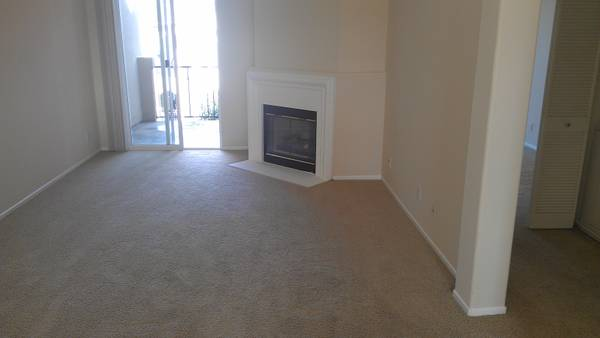 $975 2br - 1080ftsup2 - Amazing bedroom with private bath for rent in great unit (Sorrento Valley Carmel Valley)