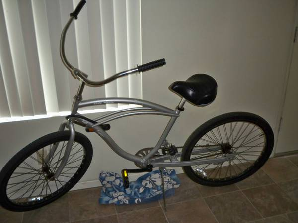 MENS SILVER BEACH CRUISER BIKE BICYCLE - $99 (Pacific Beach)