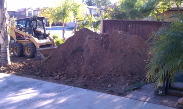 FREE CLEAN FILL DIRT ( LOADING AVAILABLE ) (Escondido)
