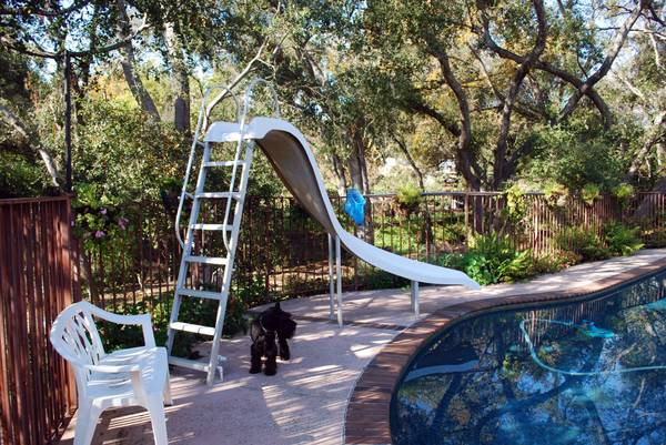 White Fiberglas Pool Slide with Aluminum Legs (Buena Creek Area of Vista)