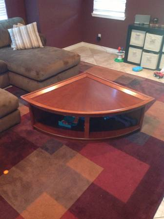 Lane Brand -Quarter Circle Oak Coffee Table - Raising Feature - $50 (San Marcos)