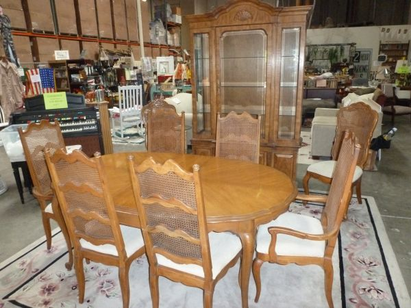 Dining table 8 chairs - $150 (Oceanside)