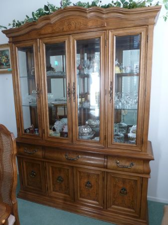China Hutch - $300 (Oceanside)