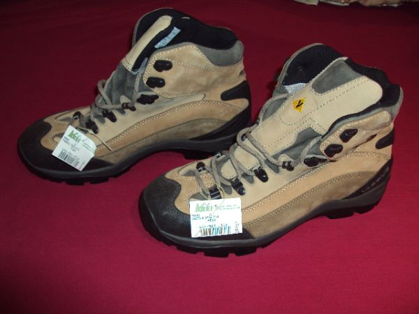 Great looking, Brand New, Vasque Hiking boots,  Gore-Tex - $95 (SDSUCollege Area)