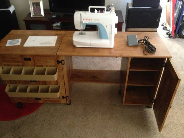 SINGER SEWING MACHINE MODEL SIMPLE 3116 - $250 (la mesa )