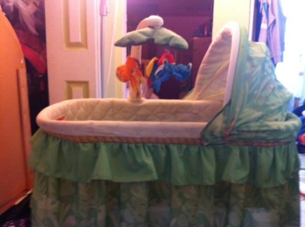 Fisher Price Rainforest Bassinet(REDUCED) - $40 (city heights)