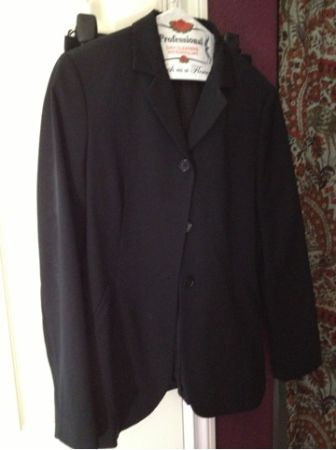 United Colors of Benetton black dress suit woman size 4442 or 108 - $50 (north escondido)