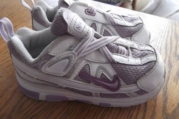 GIRLS LAVENDAR NIKE SHOES EXCELLENT SLIP ON TODDLER SIZE 8 - $10 (RAMONA POWAY OR SHIP)
