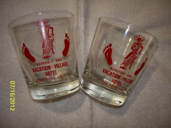 VINTAGE GLASSWARE - BAREFOOT BAR, VACATION VILLAGE, SAN DIEGO - $40 (La Mesa)