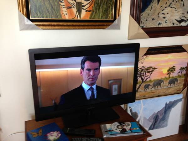 Insignia 32LeD-LCD flat panel HD TV - $200 (Golden HillSouthpark)