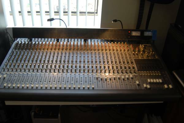 Mackie 32 x 8 bus w Meter Bridge - $775 (South OC)