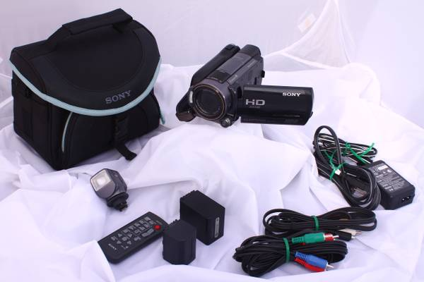LIKE NEW Sony HandyCam HDR-XR520 Package Kit - $1199 (San Marcos)