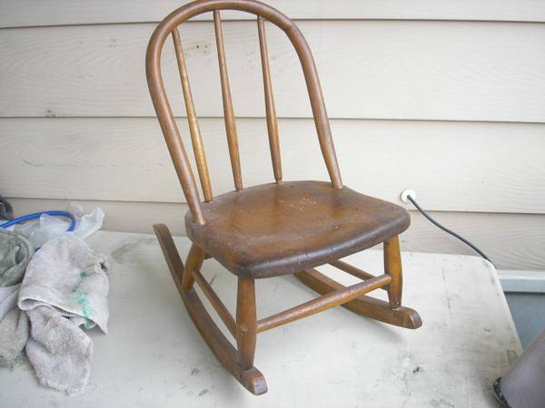 bentwood rocker-child - $10 (la cumbre mall area)