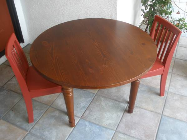 Pottery Barn Kids Table and 2 Chairs in Great Condition - $135 (Turnpikecath oaks)