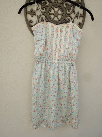 Cute Easter floral short pastels dress, Small - $5 (Santa Barbara)