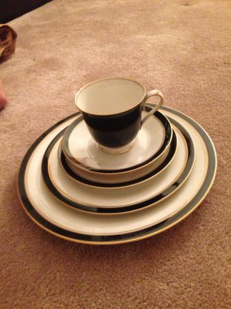 Noritake China-Ebony Ivory pattern for sale (Santa Barbara)