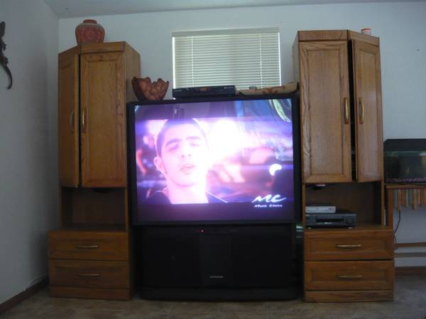 big screen tv and 2 cabinets entertainment center - $195 (Lompoc Mission Hills)