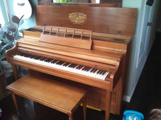 KIMBALL CONSOLETTE UPRIGHT PIANO - $200 (Lompoc)