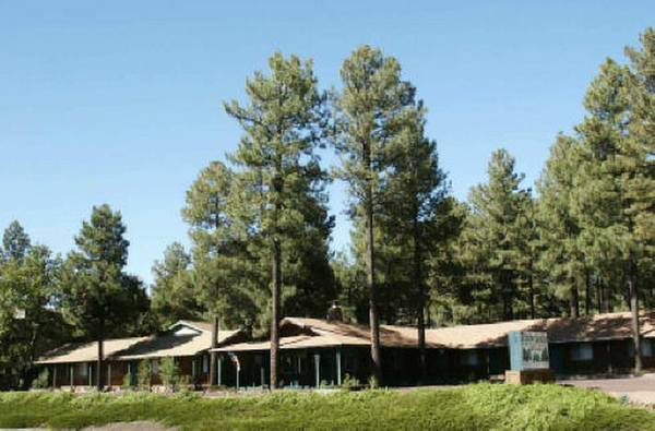 Motel for Sale - easy conversion to Apartments - $659000 (Pinetop, AZ)