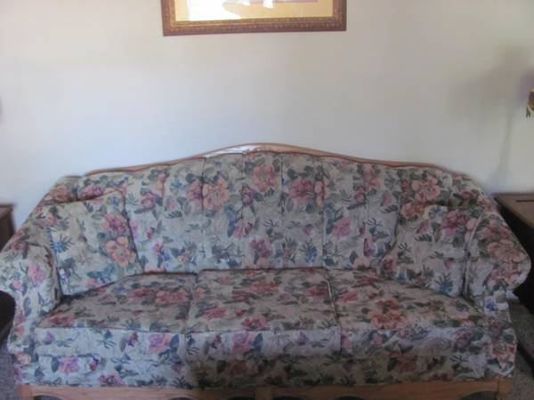 Sofa and loveseat - Queen Anne Victorian Style - $750 (Heber)