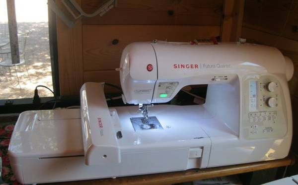 Singer Futura Quartet SEQS-6700 Features - $999 (Embroidery Machine)