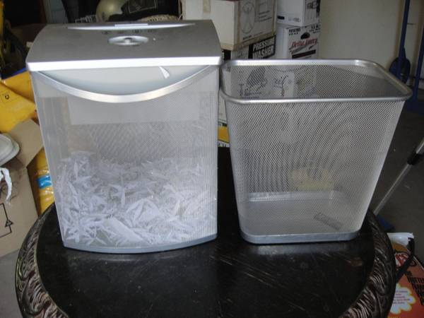 Shedder Trash Can CONTEMPERY Office depot shedder, medal mesh look - $20 (Why PAY More$$)