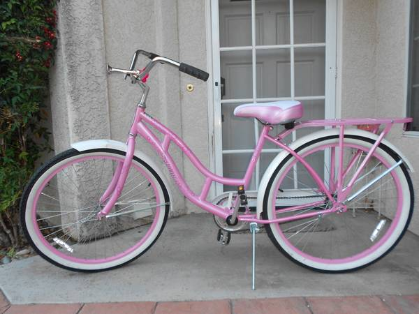 Look how pretty. 26 inch Schwinn Delmar Beach Cruiser - $100 (Templeton)