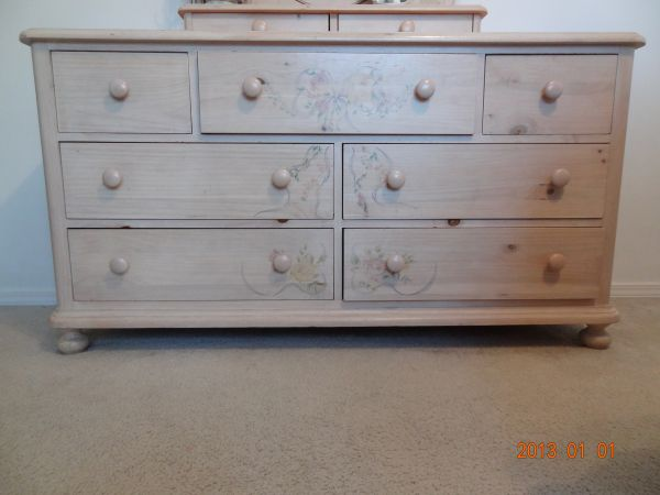Great for girls roomThomasville Ribbons and Bows Bedroom Furniture - $75 (Templeton CA)