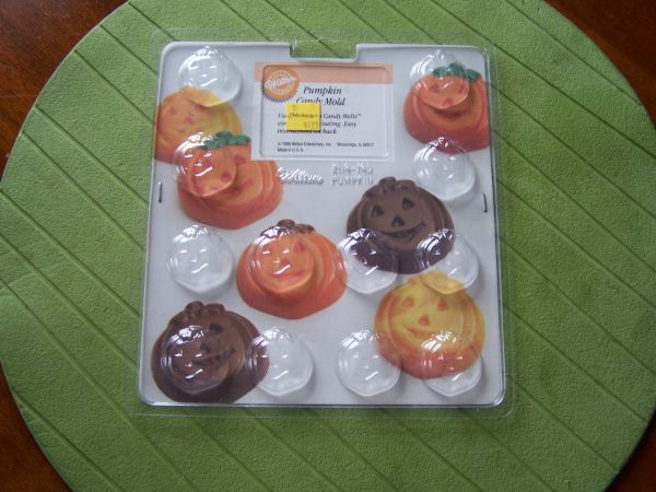 HALLOWEEN CRAFT ITEMS-candy molds and shrinky dinks - $2 (Grover Beach)