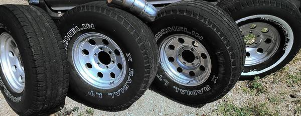 9658EAGLE ALLOY RIMS TOYOTA TACOMA 4RUNNER 15X7 W MICHELIN TIRES 6x5.5 - $140 (SLO)