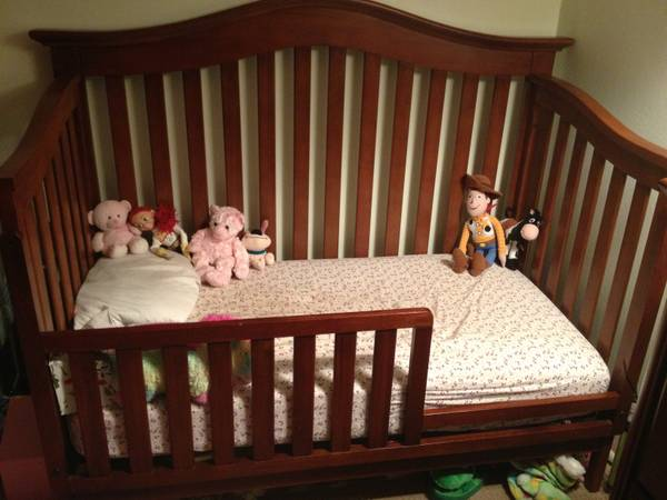 Classic Chestnut Crib - 4 in 1 wconverter set toddler guard rail - $350 (SLO)