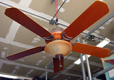 HAMPTON BAY FIVE BLADE 52 MAPLEWOOD CEILING FAN - $45 (Templeton)