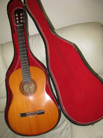 1969 Yamaha G-170a Classical Guitar w Solid Spruce Top Case - $275 (SLO near Costco)