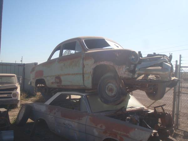 Lking for Pre 1951 Ford cars and parts - $1 (lososos)