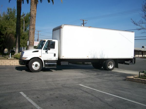 ---24 TRUCK WITH LIFTGATE INCLUDED $45H WOW (STOCKTON SURROUNDING CITIES)