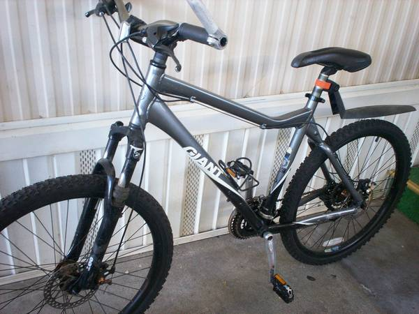 $$$$$$$$MOUNTAIN BIKE GIANT RINCON$$$$$$$$ - $250 (ELK GROVE CA SOLD)