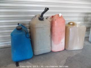 Lot of (4) 5 gallon gas containers - $5 (stockton)
