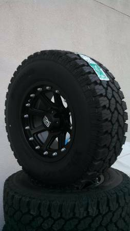33 x 12.5 Pro Comp Extreme All terrains on KMC XD 17 Wheels - $2100 (Tracy)