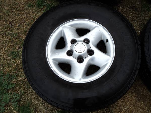 OEM Dodge Ram 16 Wheels w Tires - $295 (Modesto)
