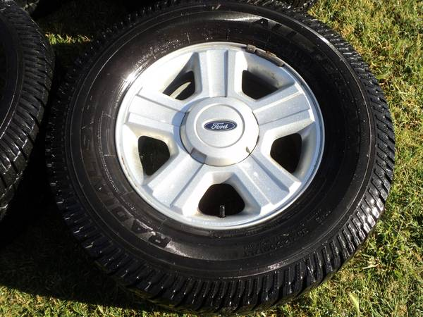 Newer Ford OEM F150 wheels on 33 Tires - $395 (Modesto)
