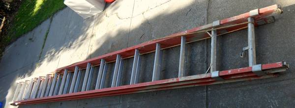 32 foot Keller fiberglass extension ladder - $50 (Stockton -- near Victory Park)