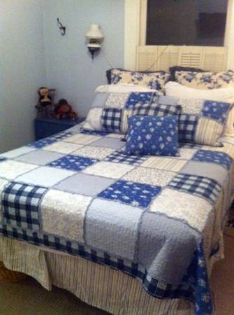 COUNTRY FARMHOUSE LOOK QUEEN BEDDING - $85 (Stockton)