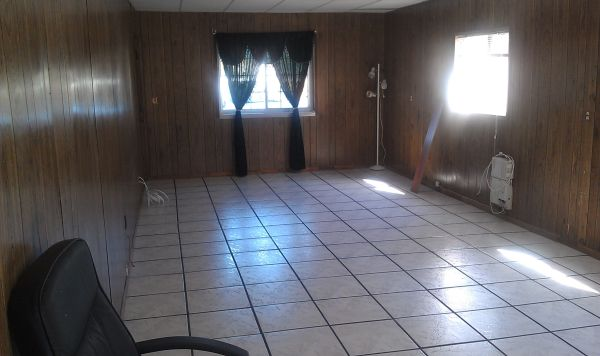 $750 huge unfurnished room for rent (camarillo)