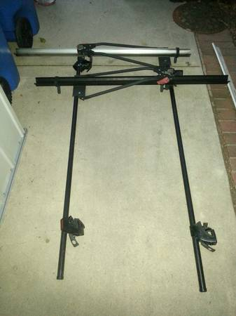yakima roof rack with 2 bike rails - $100 (Simi Valley)