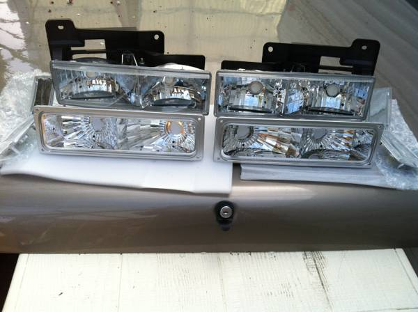 Chevy Gmc new set headlights - $150 (805)