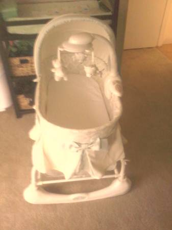 Kolcraft Cuddle n Care Rocking Bassinet - $50 (Simi Valley)