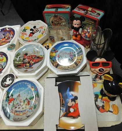 Mickey Mouse PlatesCollectibles