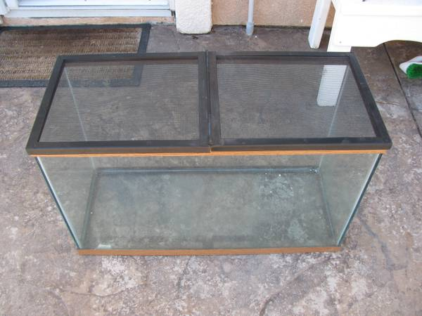 30 Gallon Fish TankHabitat - $40 (Thousand OaksNewbury Park)